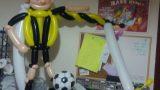 בלונים לריקודים - מסגרת עם שחקן כדורגל שהוא בקשה מיוחדת